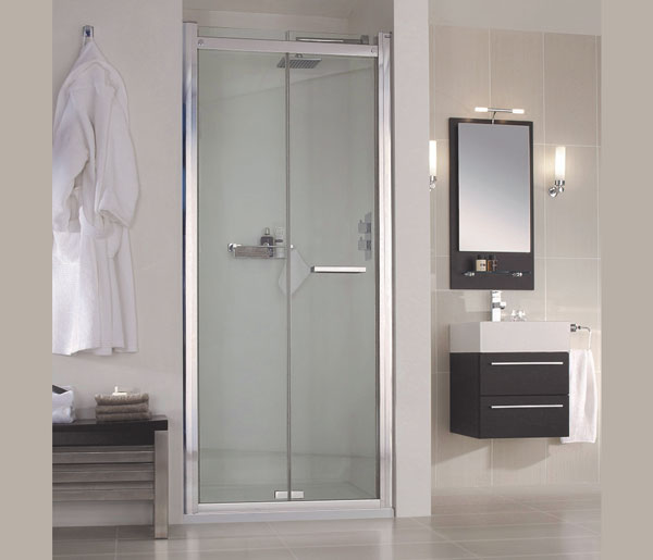 SP480 Bifold Shower Doors